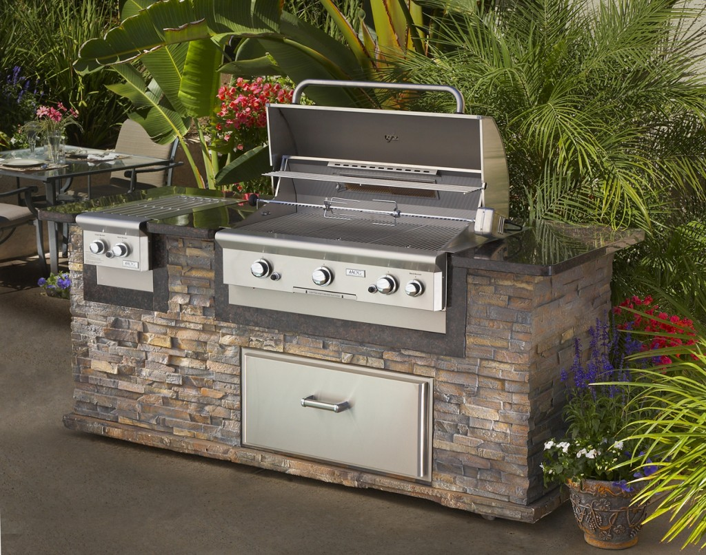 Outdoor kitchens fireplaces long island the fireplace for Outdoor kitchen barbecue grills